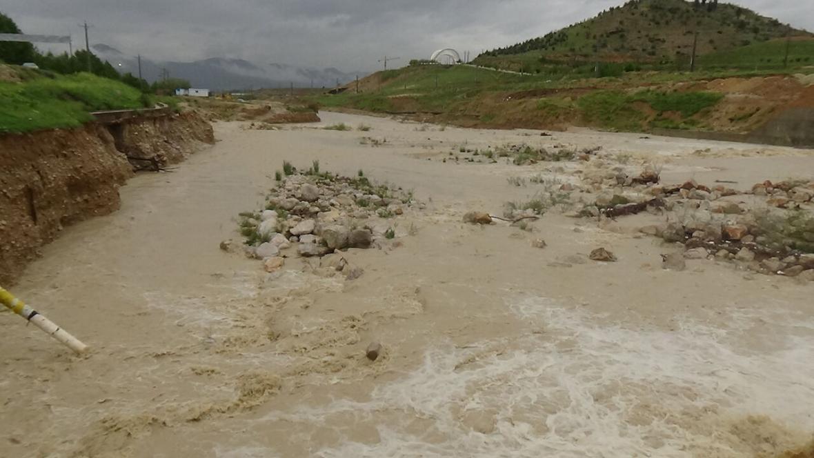 خبرنگاران شهروندان هرمزگان از رفتن به مناطق مرتفع و حاشیه رودخانه های فصلی خودداری کنند